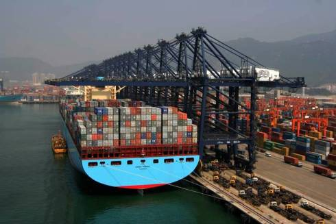 emma-maersk-loaded-with-containers-back-view