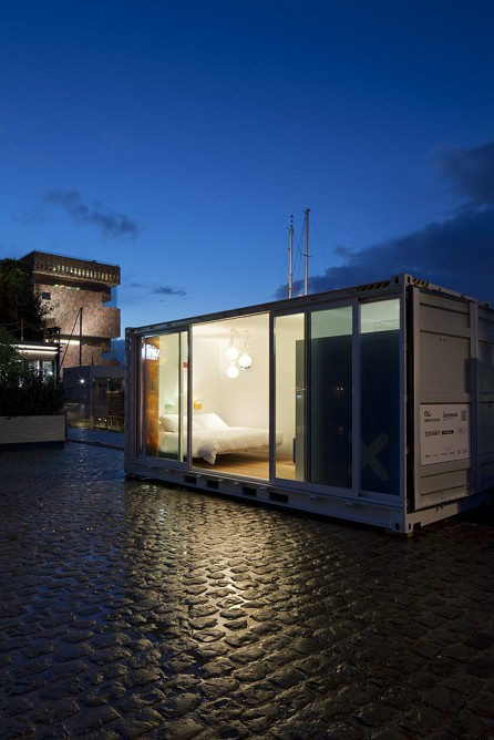 sleeping-around-container-hotel-2