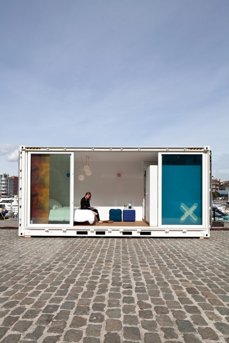 sleeping-around-container-hotel