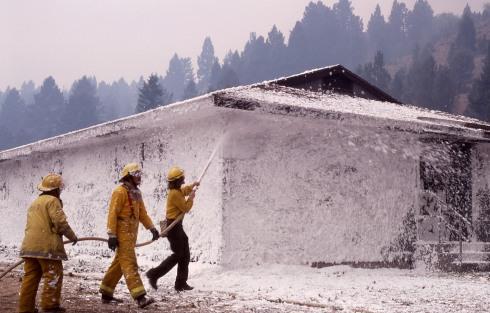 Firefighters_spray_foam
