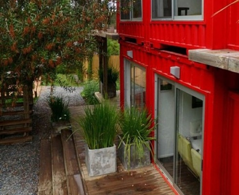 Eco-Stacked-Shipping-Container-Apartments-in-Uruguay-01