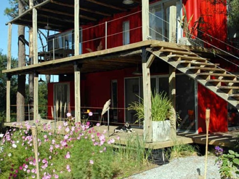 Eco-Stacked-Shipping-Container-Apartments-in-Uruguay-02