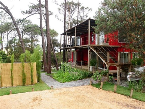 Eco-Stacked-Shipping-Container-Apartments-in-Uruguay-06