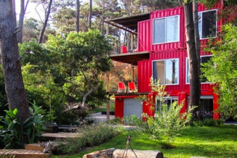 Eco-Stacked-Shipping-Container-Apartments-in-Uruguay-09