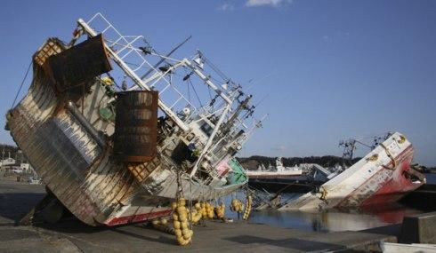 fukushima-onahama-port-tsunami-boats